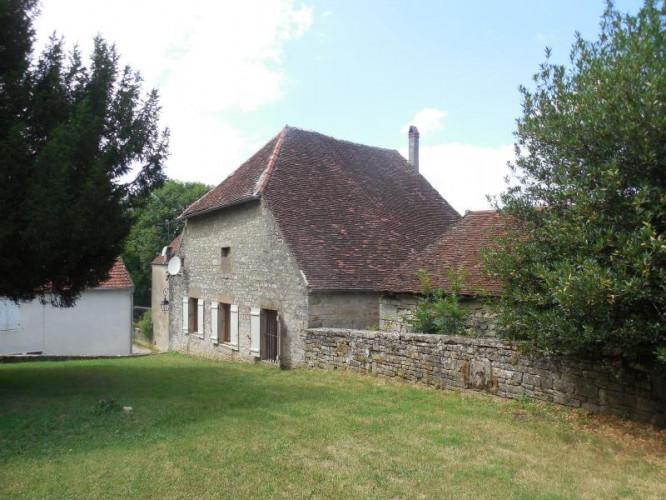 Secteur Authume (JURA), à vendre maison de village, 3 chambres, cave, garage, sans terrains