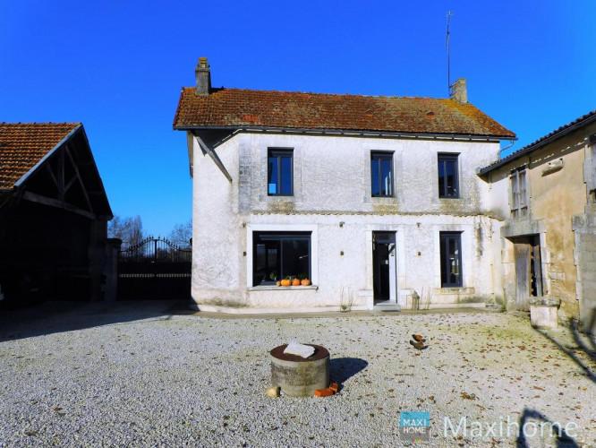 JARNAC ( 16200) Maison ancienne rénovée de type T4 avec