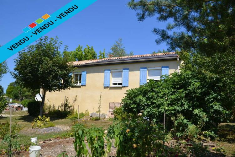 Maison T5 de plein pied, avec un beau jardin à Paussac et St