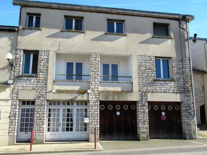 Maison de 190 m² en centre-bourg de Persac 86, proche Lussac