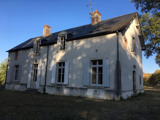 Maison au calme avec 2 ha de terrain