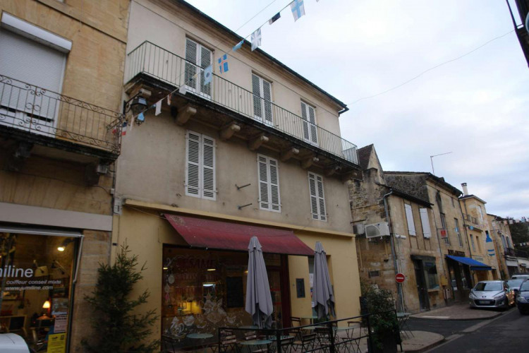 Immeuble en pierre - St Cyprien 24220