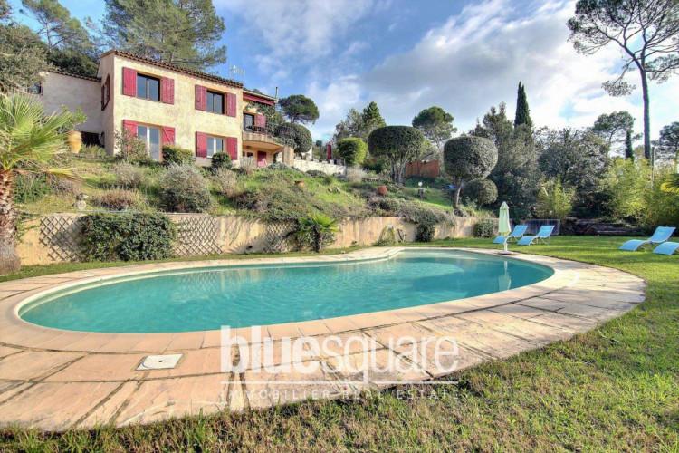 Magnifique villa au calme absolu avec vue dégagée, 4 chambres et piscine