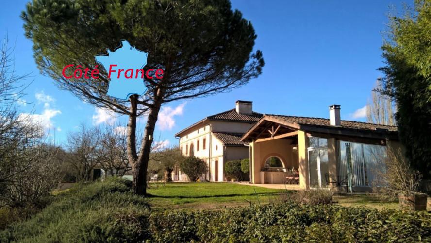 TARN GAILLAC Superbe propriété avec maison de maître et dépendances sur 5 HA