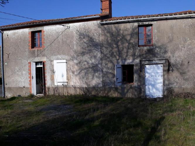 Maison 4 pièces / 140 m² / 88 000 EUR / TOUVOIS