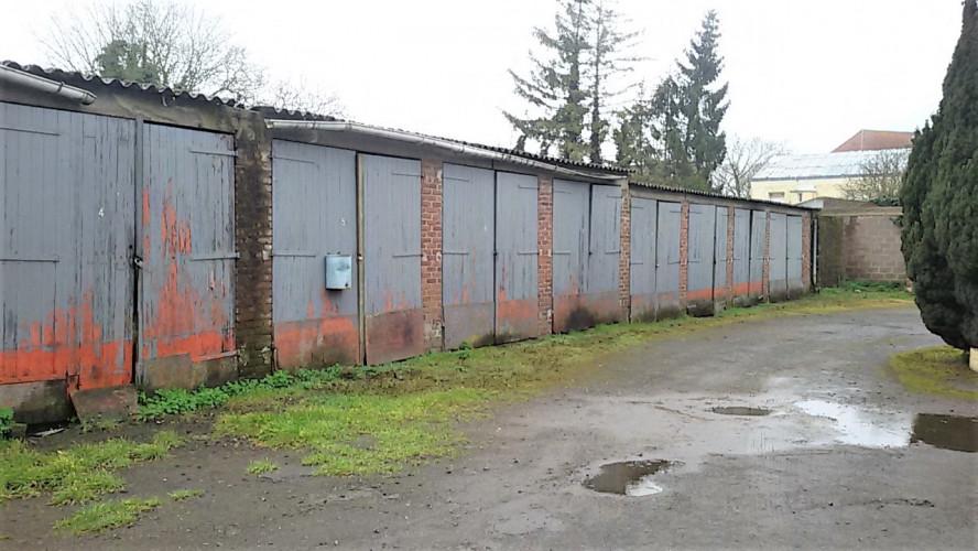 Arras, une batterie de garages à restaurer !
