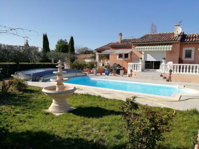 Villa de plain pied T5 avec piscine sur 1070 m² de terrain