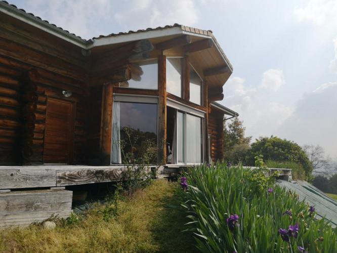 Maison atypique en rondins de bois, 260m2