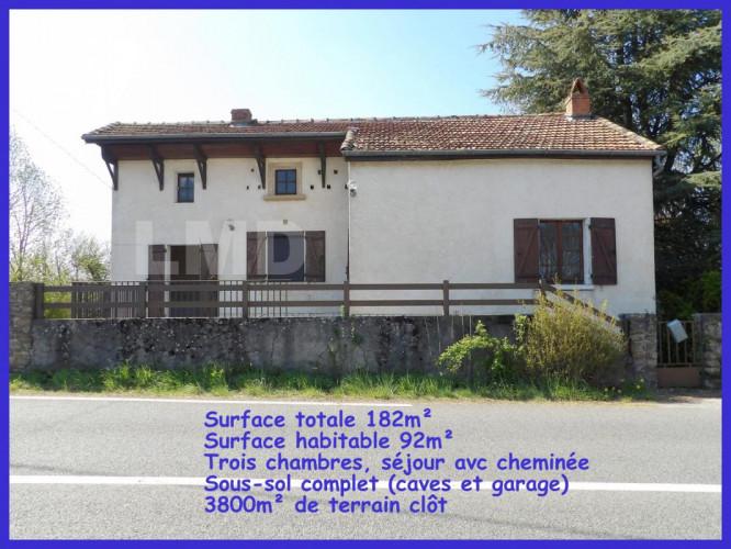 Aveyron, trois chambres, grand terrain, sous sol garage