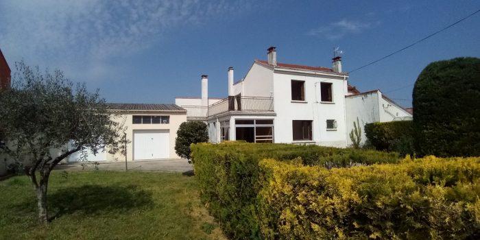 Maison T5 avec double garage sur 565 m² de terrain clos