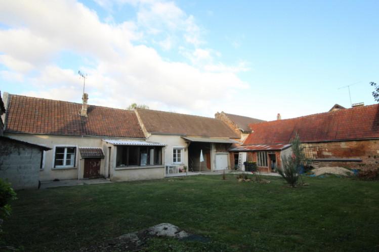 Maison ancienne avec cour interieure et jardin
