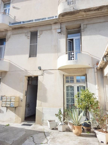Avignon Extra-Muros - Grand P2 bis de plus de 60m² avec balconne