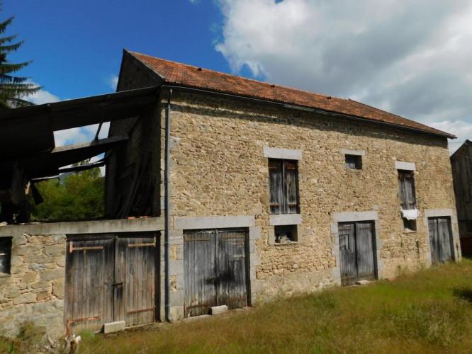 Maison de village mitoyenne d'environ 80 m2 avec Jardin, Grange