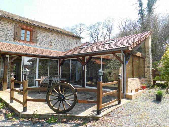 Maison de village d'environ 180 m2 habitable avec Véranda