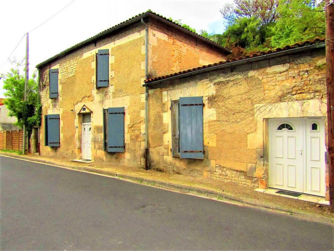 MONTIGNAC (16330) vallée Charente  MAISON RENOVEE DE TYPE T4