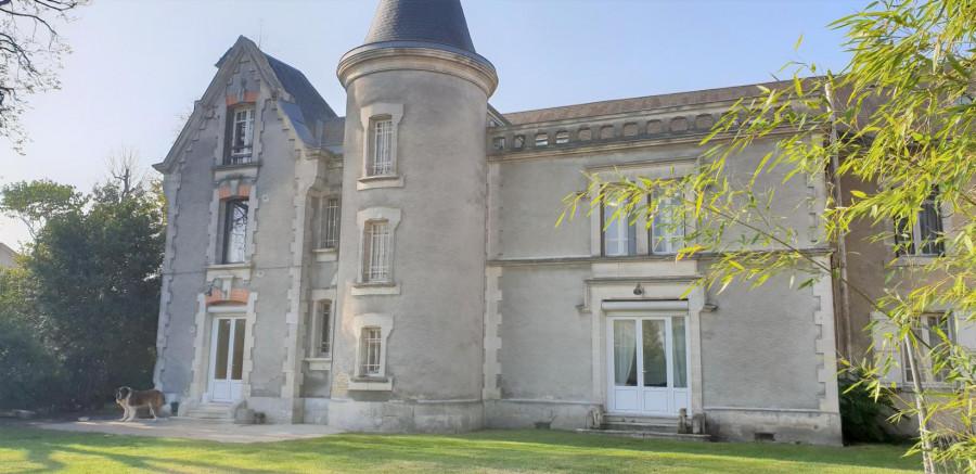 Maison de Maître T11-16100 CHATEAUBERNARD