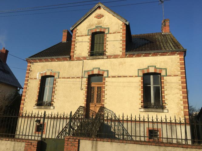 Maison à rénover avec beau potentiel