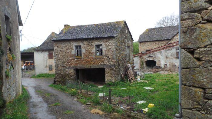Location de 3 bâtiments (dont une maison non-habitable, une gra