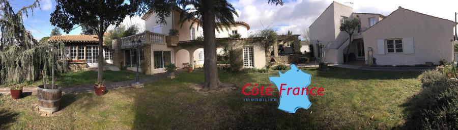 AUDE LEZIGNAN-CORBIERES Belle maison avec 2 gîtes, piscine et jardin paysager