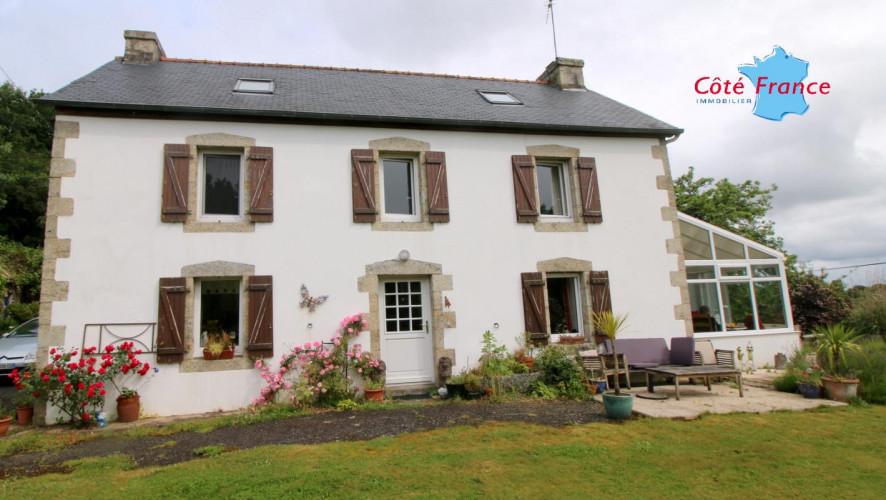 FINISTERE COLLOREC Belle maison en pierres de caractère avec 5 chambres, beau parc et sans vis à vis