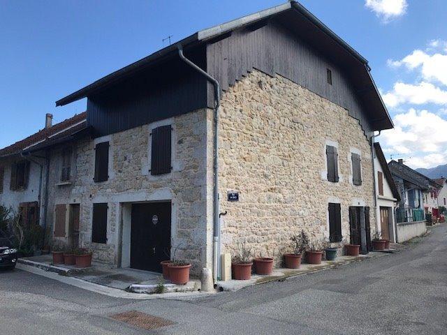 Proche Artemare, vends Maison de village en pierre en excellent état