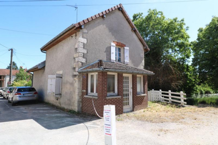 Chaussin centre, vends agréable maison de 6 pièces , dépendances, 90m² sur 500m² de terrain clos