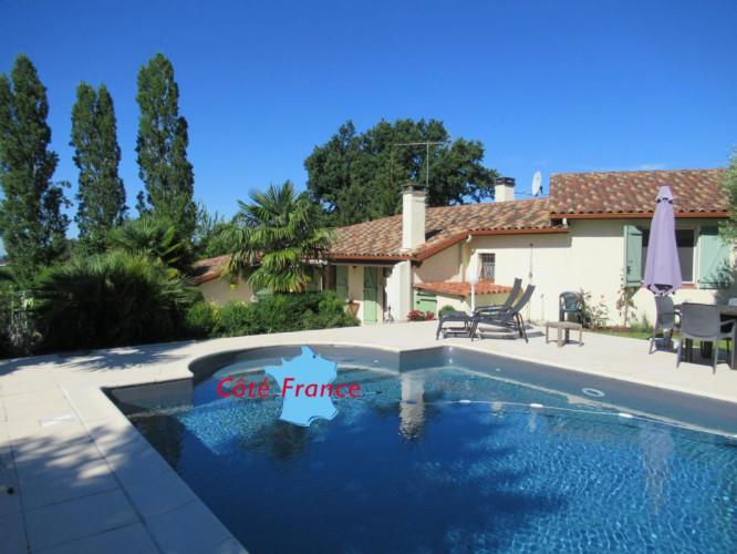 GERS - CONDOM  Villa en campagne avec piscine sur un terrain d'environ 3000 m2