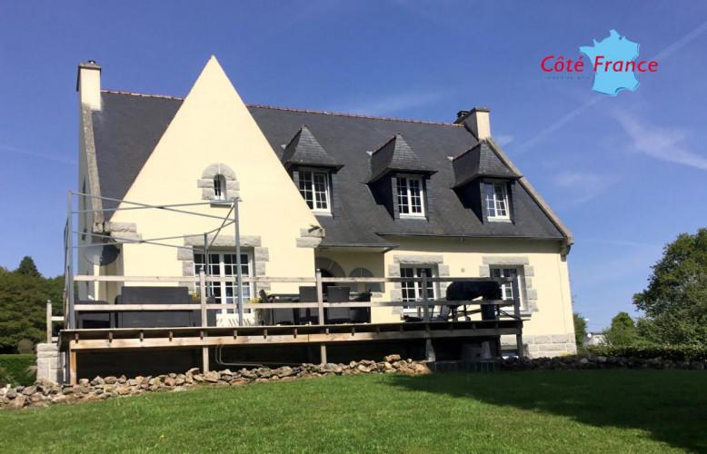 FINISTERE COLLOREC Très belle Néo Bretonne en excellent état avec 8 chambres et un appartement de 2 chambres avec vues et au calme