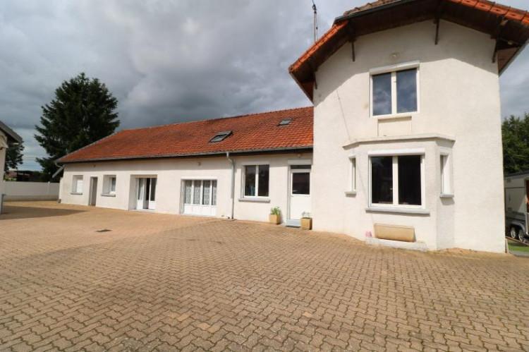 15 mn de Dole vends grande maison familiale de 220 et 150m² habitable dur 5600m² de terrain clos