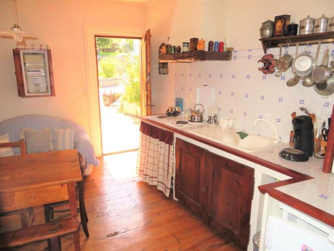 Maison de village avec terrasse + Dépendances