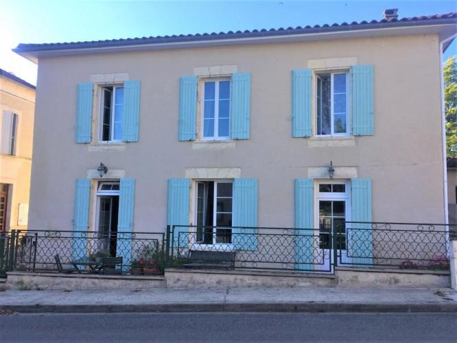 Maison de Bourg Brie sous Chalais 115m², T5 avec jardin clos