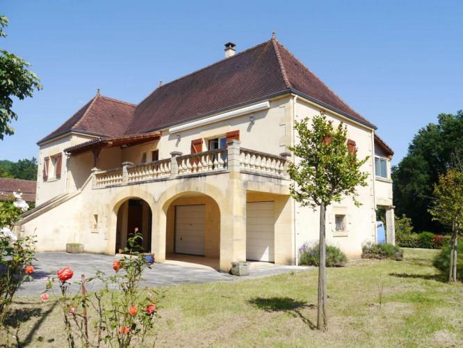 Cazals 46250 Maison traditionnelle T 5 sur terrain de 922 m²