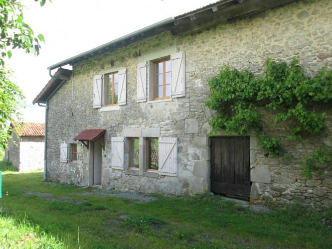 Charmante maison en pierre avec grange