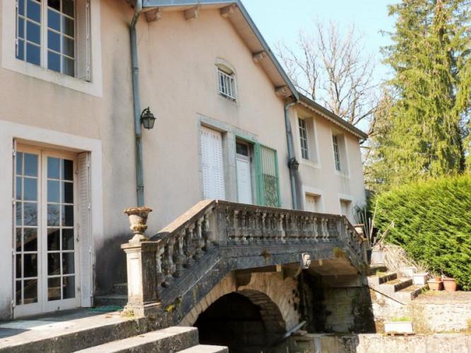 Limite AIN/JURA vends Belle Propriété de caractère 630 m²env. idéale chambres d'hôtes sur 9250m²env
