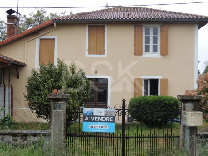 Maison ancienne de 106 m² sur un terrain 4970 m²