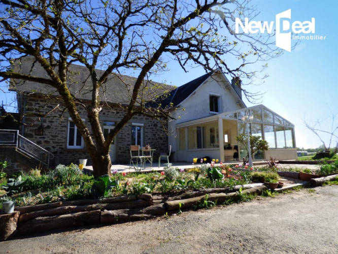 Ensemble immobilier avec 13 hectares proche Pompadour