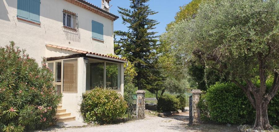 Petite maison 3 pièces avec jardin à la campagne à louer vide
