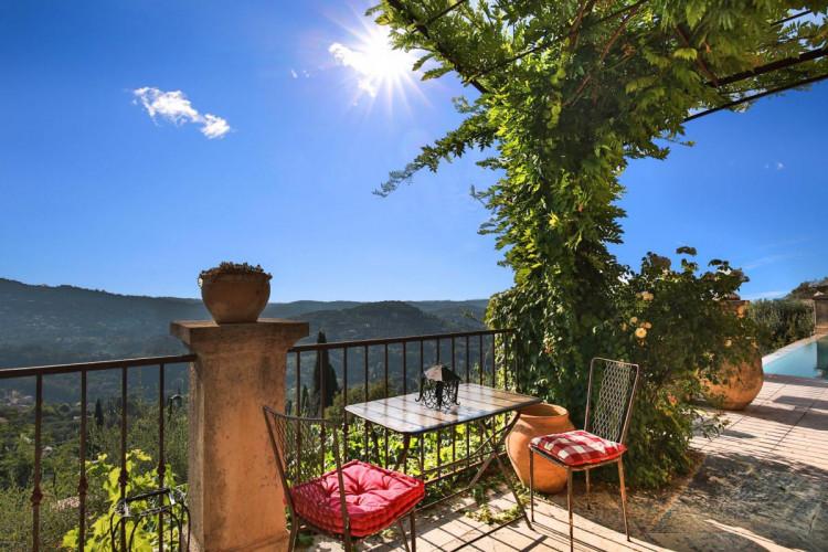 Somptueuse villa vue mer à Grasse Magagnosc