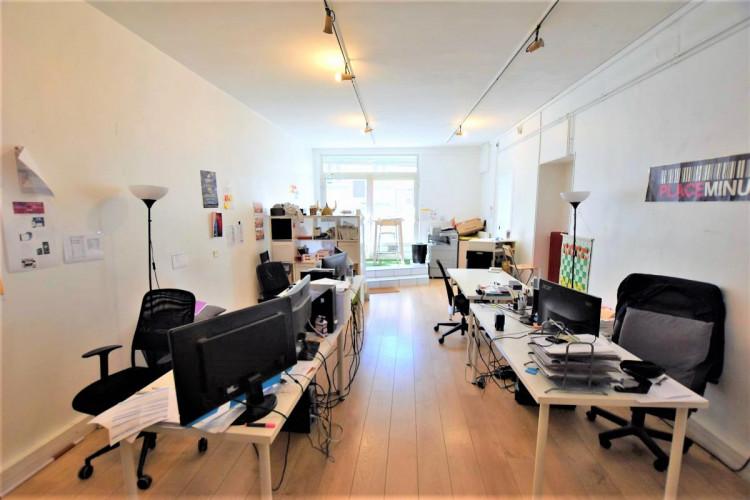 Bureau indépendant avec belle hauteur sous-plafond