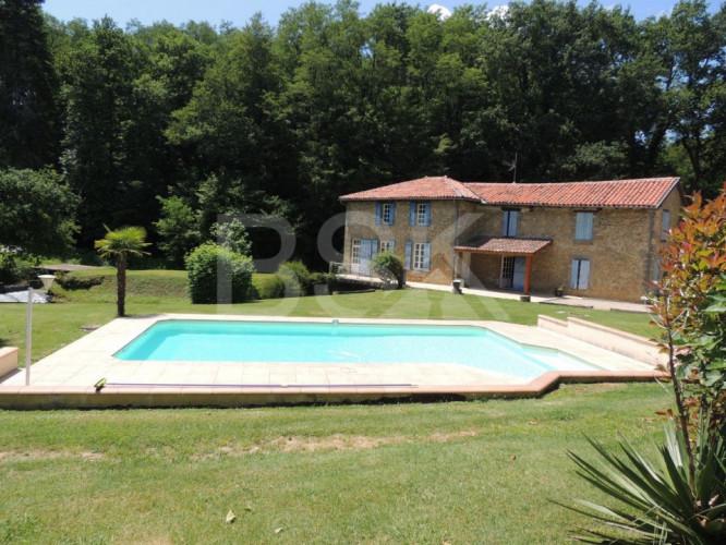 Maison de 162 m² SH avec ancien moulin, réserve d'eau et piscine sur terrain de 20975 m²