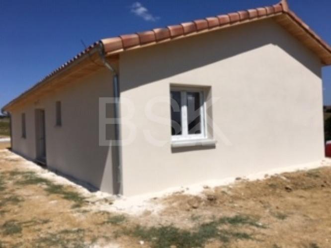 Projet terrain + maison RT 2012 de 86 m² et son garage de 28 m² communiquant , sur la campagne calme de Maigan