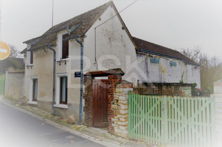 Maison de ville T4 de 95 m²à rafraîchir  sur ANET