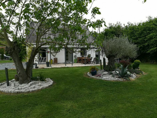 A Tordouet, belle maison rénovée et sa dépendance habitable