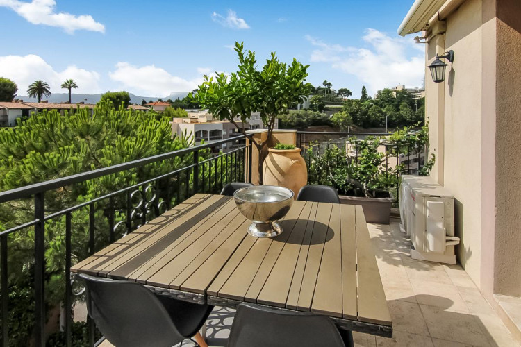 EXCLUSIVITE NICE HAUT LANTERNE - Appartement 2 pièces d'angle dans résidence avec piscine