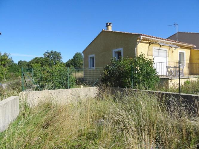 Villa de plain pied avec jardin à Revest du Bion