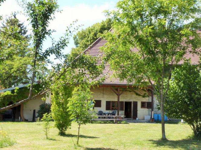 A 10 km de Lons-le-Saunier 39 vends belle bâtisse de caractère 227m²env - 7 pièces - sur 2800m² env