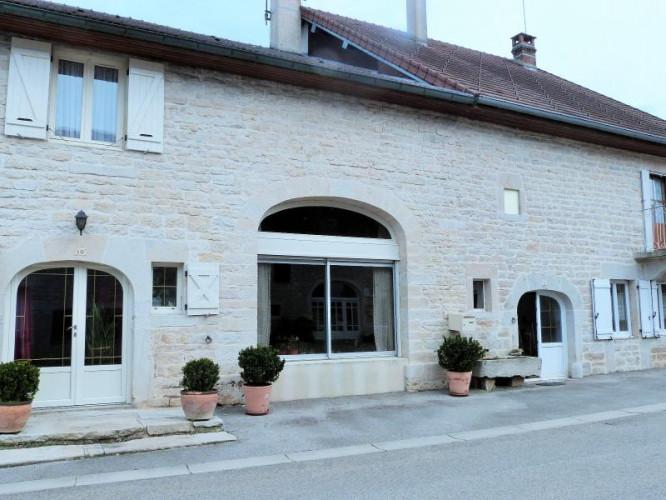 LONS-LE-SAUNIER 39 JURA secteur 1er plateau -Maison indépendante 170m²env + 90m²env sur  964m² env