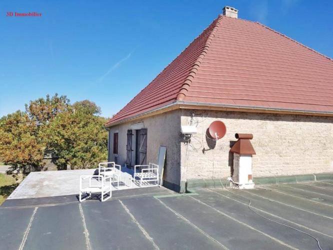 A vendre grande maison en pierre 1er plateau du JURA LONS LE SAUNIER région des lacs