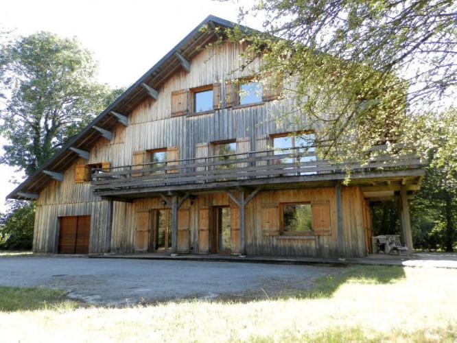 Secteur DOUCIER (39130), à vendre maison-chalet 170 m², six chambres, terrain 2260 m²