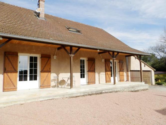 Proche BLETTERANS (39), vends maison rénovée 176 m², quatre chambres, terrain 2183 m²